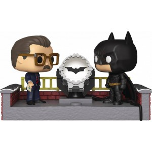 Funko POP Heroes 291 Movie Moment Batman & Commissioner Gordon With Light Up Bat Signal