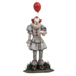 Diamond Select Gallery IT Chapter 2 Pennywise Figure